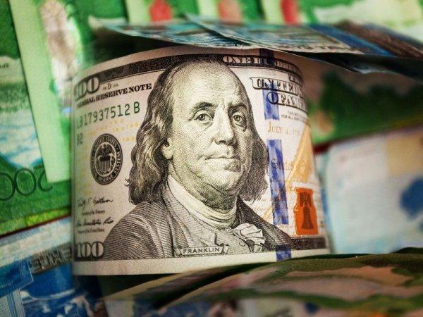 Доллар снизился до 307 тенге